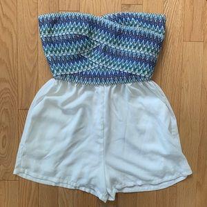 Blue Pattern/White Romper 2b bebe